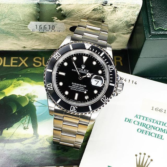 Just how we like it! A complete set including original (outer)box and papers. Now available at the Company. For more information email or check our website. #amsterdamwatchcompany #rolexsubmariner #16610 #boxandpapers @amsterdam_watch_company