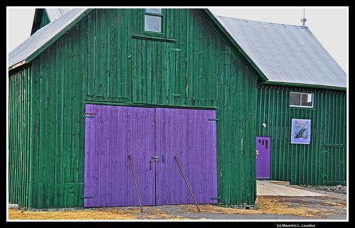 If I ever get a barn.... Colors like this from milk paint or something? Green and purple barn, Prince Edward County
