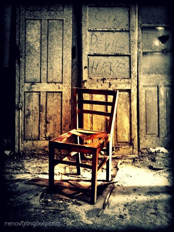 Italy | abandoned room
