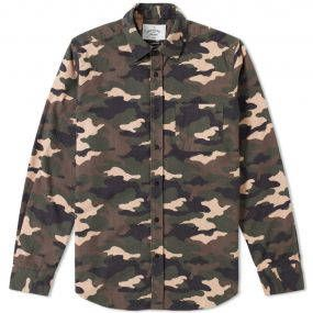 If anyone knows good shirting, it's Portuguese Flannel, and this season they're back with a plethora of carefully produced, exclusive fabrics made the traditional way. Crafted in Portugal from the brand's iconic brushed flannel, the Tropa Overshirt is the layering piece you need for AW17. The all over camo print brings a streetwear appeal, while the shirt itself can be worn alone or layered for an effortlessly cool aesthetic. 100% Cotton Flannel Chest Pocket All Over Camo Print Made in…
