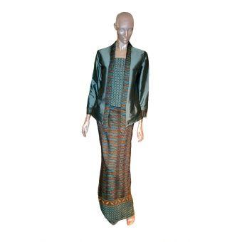 Rimba Kabaya Classic Set-ST01035 (Mint Green) Top blouse (cm) Sizes S M L XL Shoulder 36 38 40 42 Bust 42 45 47 53 Sleeve length 53 54 54 54 ** Measurement are taken flat in centimetre, double for full body, example, bust  45 x 2=90cm , ** Allow 1-2 cm differences Pario (cm) S - ... #bajukurung #bajukurungmoden