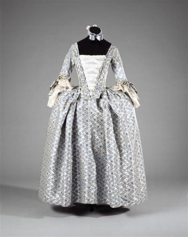 Round gown, c. 1755-1760. Light blue silk woven with a zig-zag pattern and flowers on white ground.