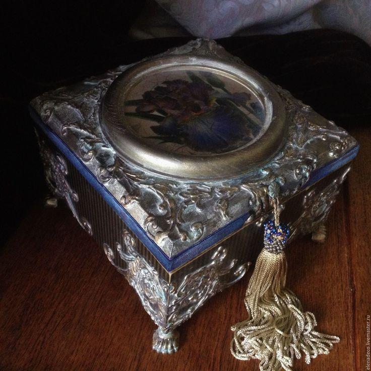 Купить или заказать ' Iris'    Шкатулка-ларец в интернет-магазине на Ярмарке Мастеров. РЕЗЕРВ Красивая, богатая, блистает в обществе, меняет поклонников, знает себе цену и имеет вес - Iris..... Кракле, имитации, патинирование. Единственный экземпляр. Без повтора.…