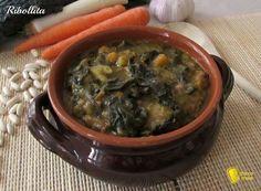 Come preparare la ribollita, piatto tipico toscano di assolutà bontà. La ribollita è una zuppa di pane con verdure, piatto povero tipicamente invernale.