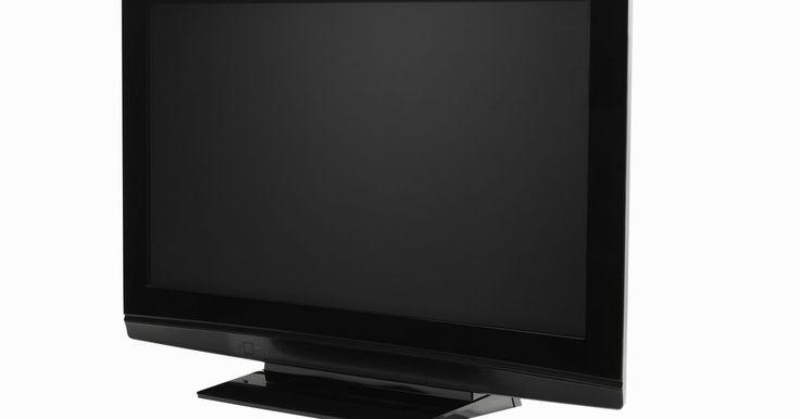 Cómo arreglar tu PS3 cuando aparece una pantalla en blanco y negro. Que aparezca una pantalla en blanco y negro cuando la PlayStation 3 está conectada a tu televisor puede significar que tu PS3 no reconoce que hay un cable HDMI conectado. Puedes reparar tu PS3 cuando está en blanco y negro reiniciando el hardware predeterminado de la consola y la configuración de salida de video.