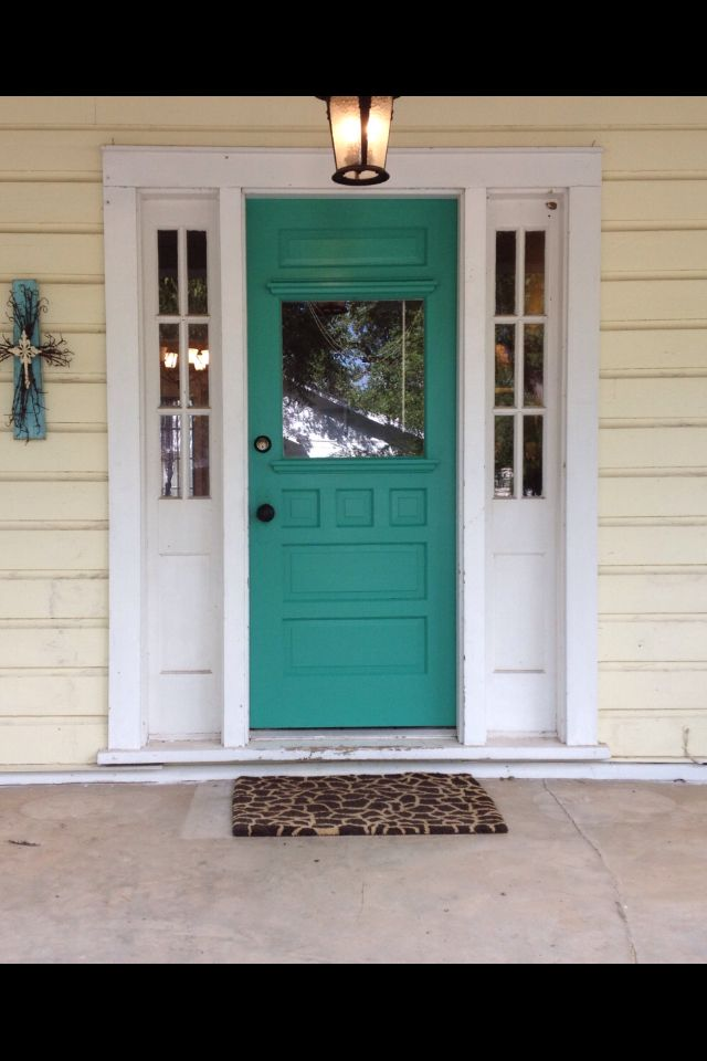Who Would Of Thought This Color For The Door Look Good With A Yellow House Home Improvement Cool Stuff Pinte