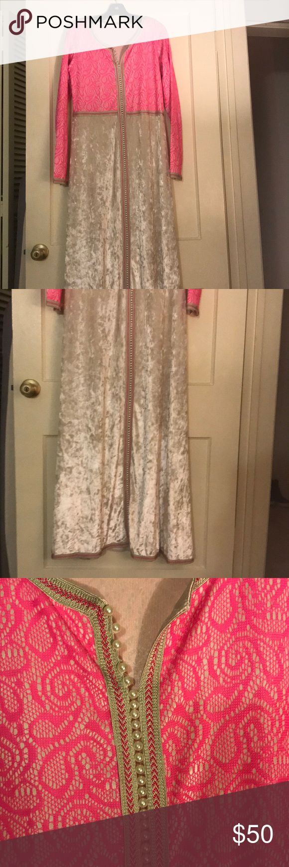 Moroccan dress NWOT Maxi long Moroccan dress, perfect for a party, it can fit a medium and a large size, the cream part is velvet Dresses Maxi