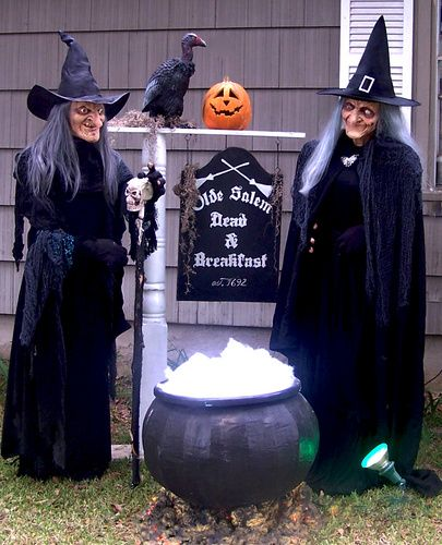 now thats one bitchin witch display by halloween forum member kelloween