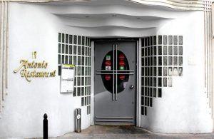 Entrada a Restaurante Antonio, que se mantiene desde el año 1989 cuando de inauguró.