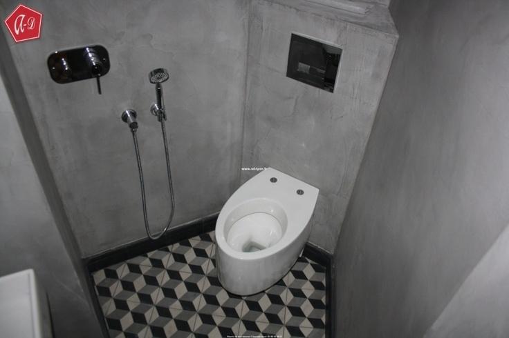 Une douche italienne la japonaise toilettes lave main dans une salle de bain salle de for Petite salle de bain japonaise