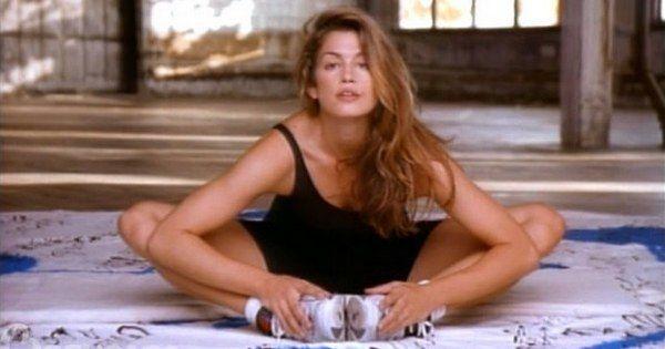 Комплекс упражнений от неподражаемой Синди Кроуфорд. Получай заряд бодрости каждое утро!