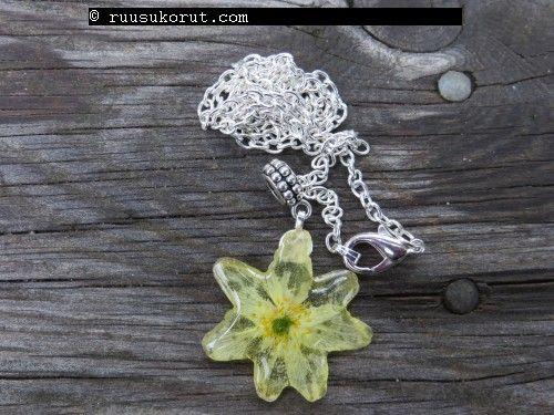 #Ruusukorut.com #Real Flower Jewelry is made of real, natural flowers #wood #anemone #pendant 27,90€ #Valkovuokko kaulakoru #Aidosta vakovuokon kukasta