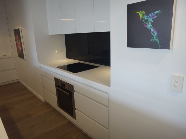 Black Glass Splashback Handleless Drawers On Either Side