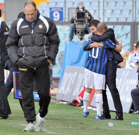 Pelukan Sneijder & Stramaccioni. Yang tercinta... La Beneamata
