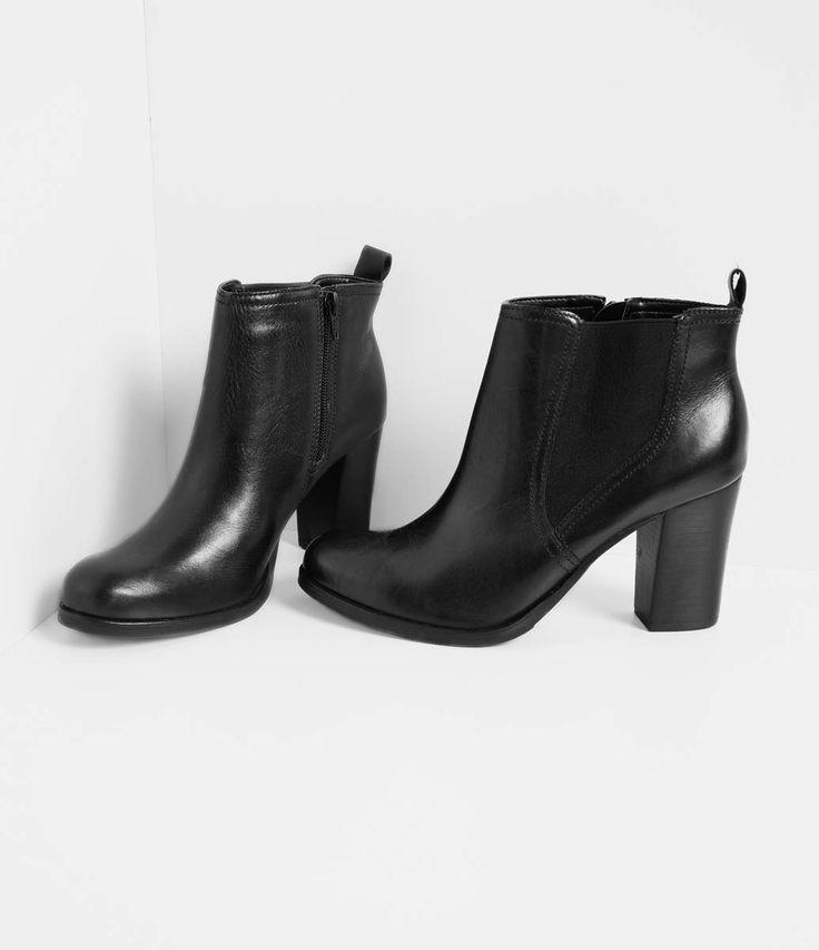 Bota feminina  Detalhe com elástico  Fechamento lateral de zíper  Altura do salto: 8,5 cm  Marca: Satinato  Material: couro     COLEÇÃO INVERNO 2016     Veja outras opções de    botas femininas.        Sobre a marca Satinato     A Satinato possui uma coleção de sapatos, bolsas e acessórios cheios de tendências de moda. 90% dos seus produtos são em couro. A principal característica dos Sapatos Santinato são o conforto, moda e qualidade! Com diferentes opções e estilos de sapatos, bolsas e…