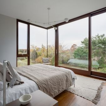 Suspended over the other parts of the house, this wing containing the master bedroom has panoramic views