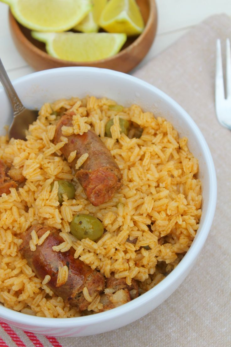 Delicioso locrio de longaniza dominicana (rice with Pork sausage. A one pot meal perfect to feed a crowd. Comida Dominicana locrio dominicano