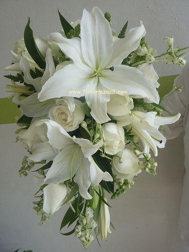 Bridal bouquet, Ramo de casablanca y rosas. Cancun & Riviera Maya Weddings Sales: ventas@floreriazazil.com Cancún, México.
