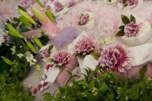 http://www.lemienozze.it/operatori-matrimonio/bomboniere/negozio-di-bomboniere-roma/media  Confezioni per bomboniere sulle tonalità del lilla: Delicate Bomboniere, Con Delicate, Bomboniere Sulle, Dei Confetti