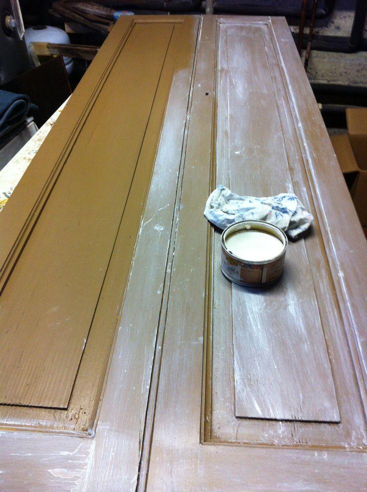 come trasformare una vecchia porta con l cera bianca