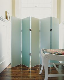 DIY five panel folding screen.  I want to make one of these for lower half of our frontroom window, so I can have the drapes & blinds open during the day (drawback of townhouse & close backyard neighbors)