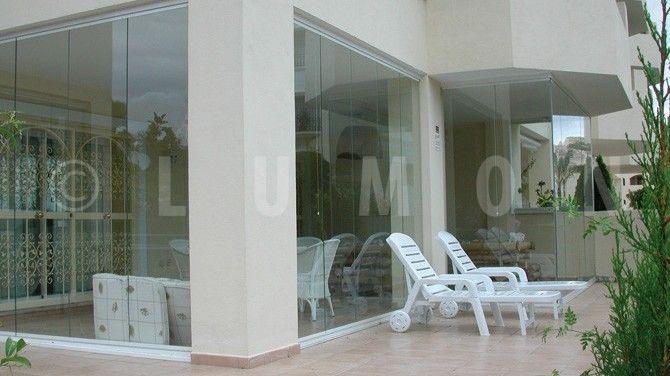 http://www.lumon.ch/wp-content/uploads/2012/12/terrassenverglasung_9-670x376.jpg