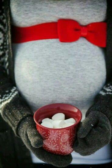 Holiday maternity photography idea. #TisTheSeason