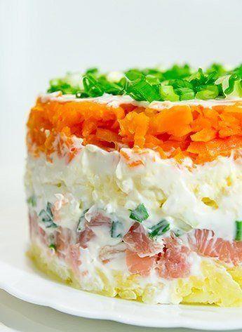 Рецепт салата из картофеля с копченной горбушей и маринованным луком