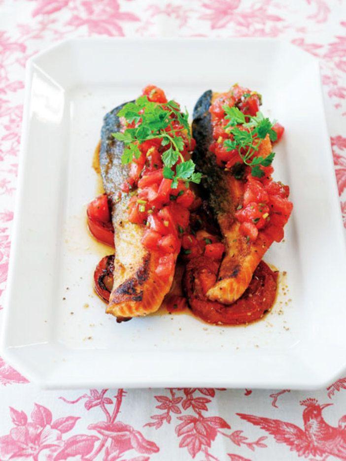 トマトどっさりの魚のソテー