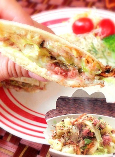 おつまみにもなる、コンビーフポテト♥チーズと絡むホットサンドイッチ(b゚3゚)b  ぁあ......(・∀・i) - 41件のもぐもぐ - The corned beef Hash Hot  sandwich♨コンビーフハッシュのキャベツたっぷりホットサンド by Ami