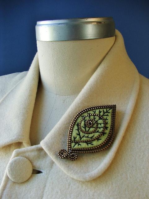 Green leaf brooch.