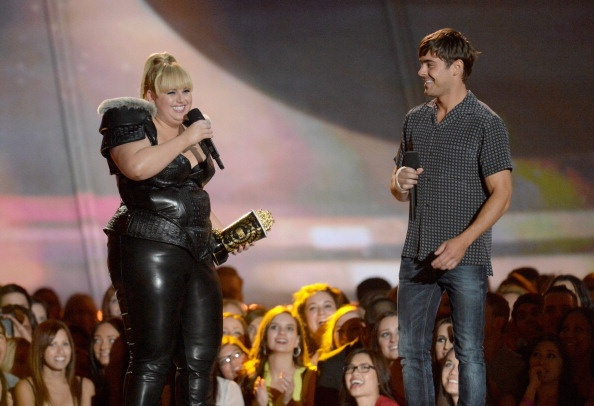 Zac Efron & Rebel Wilson presenting at the MTV Movie Awards 2013