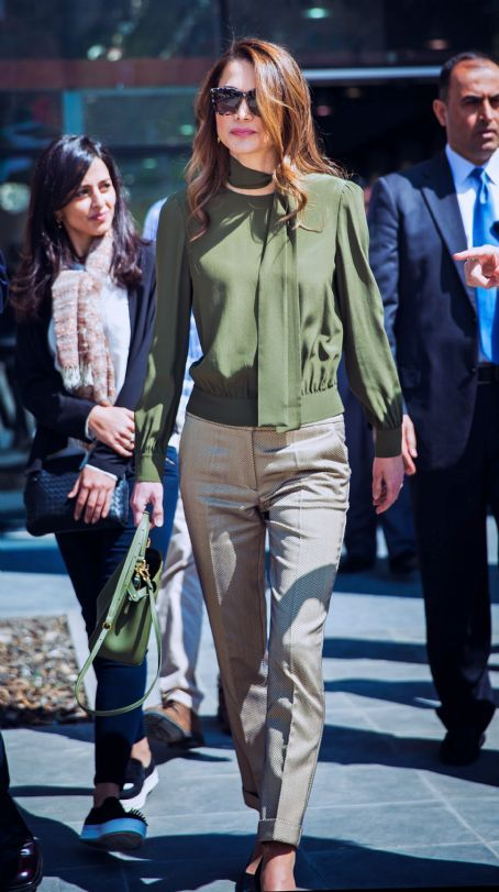♔♛Queen Rania of Jordan♔♛...Visits Amman Design Week Venue