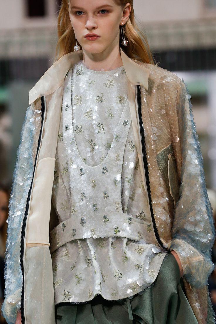 Valentino Spring 2018 Ready-to-Wear Collection Photos - Vogue