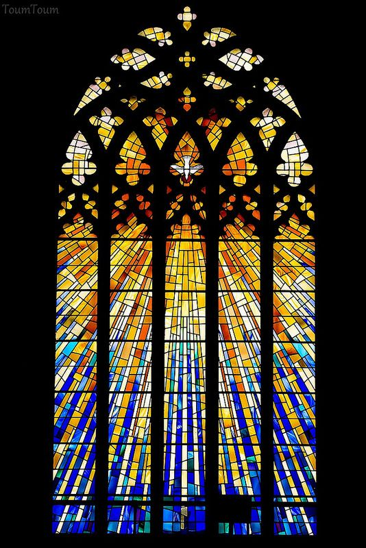 Considering the break up of glass panels and lead canes for break up in back drop. Cork stained glass (Vitraux à Cork)