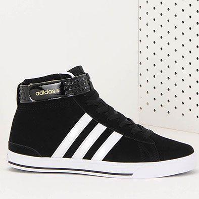 Tênis Casual Adidas Daily Twist Mid, em material alternativo acamurçado. Oferece recortes e listras nas laterais, além de ajuste em velcro. Traz forro em material têxtil, enquanto a palmilha com siste