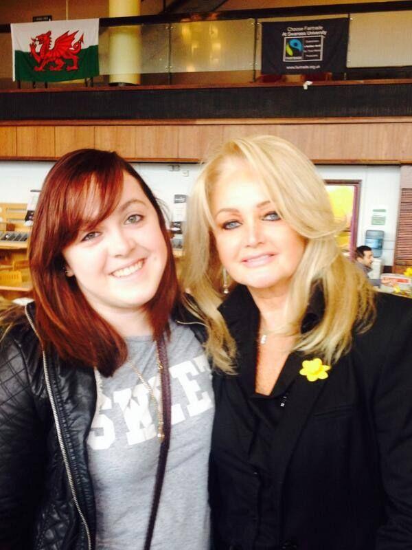 #bonnietyler #StDavidsDay #FultonHouse #SwanseaUniversity  Photo: Gemma Parry — at Swansea University.    http://www.the-queen-bonnie-tyler.com/