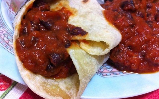 Tortillas con fagioli neri alla messicana e pancetta #ricette #cucina #piattiunici