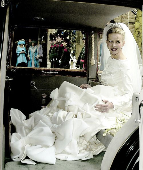misshonoriaglossop: Mabel Weiss Smit arrives for her wedding to Prince Johan Friso of the Netherlands, April 24, 2004; through the car's window is Queen Beatrix in blue.