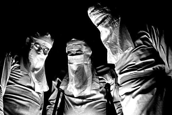 5 Johnny cogió su fusil de Dalton Trumbo, (1971) 7,9 punts a IMDb. Adaptació de la novel•la de Dalton Trumbo, feta per ell mateix. Obra claustrofòbica i molt dura en la qual un soldat que ha quedat cec, sord, mut i mutilat en les quatre extremitats desperta a la convalescència a l'hospital.