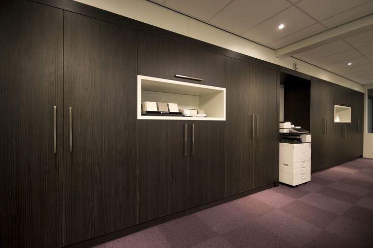 Kastenwand in het kantoor bij van Heijst Interieur in Hoogerheide