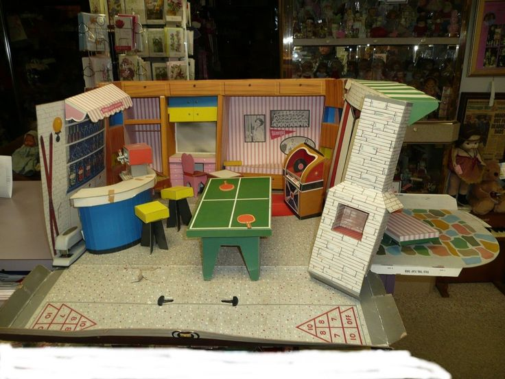 Beautiful Vintage 1963 Ideal Tammy Folding Doll House
