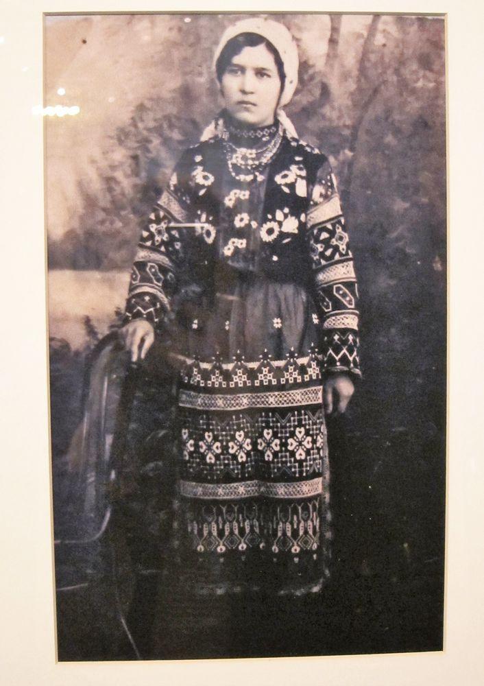 Девушка в русском городском костюме начала ХХ века.
