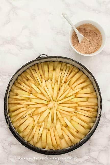 La torta ricoperta di mele - Ricetta torta soffice alle mele