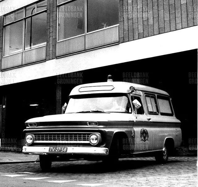 Oude ambulance Groningen 1966 van de GG en GD