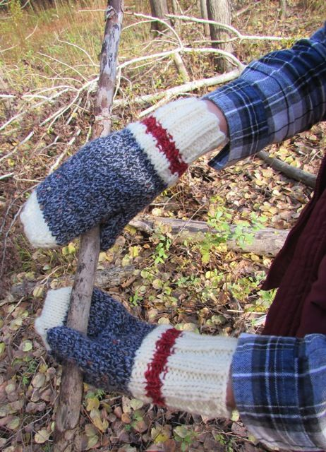 MITTS ON THE ROCKS- part of our series celebrating the great Canadian outdoors.  FREE pattern