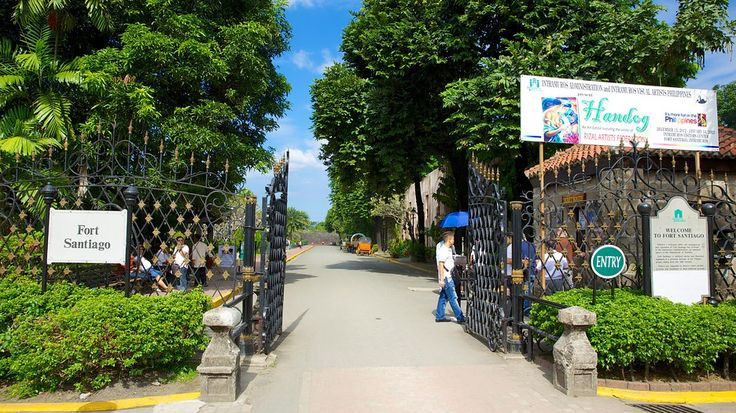Forte Santiago, em Manila, Filipinas. A estrutura de defesa mais importante de Manila é agora um parque e memorial ao herói nacional José Rizal. Esta estrutura de defesa do século XVI foi construída sobre o forte do último chefe pré-hispânico de Manila. De sua posição elevada na foz do Rio Pasig, o Forte Santiago permitia a visão de tudo que se passava na Baía de Manila.