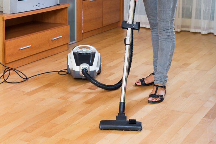 8 saker nästan alla glömmer när vi städar vardagsrummet
