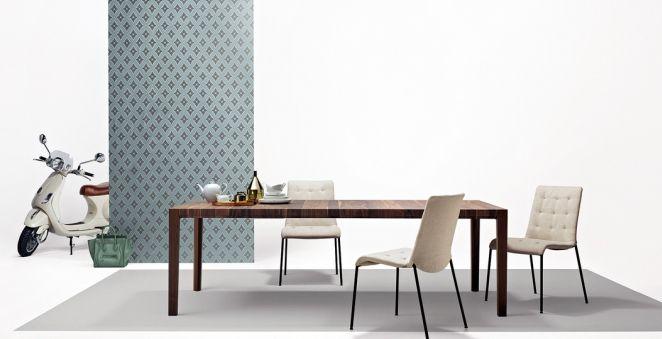 Stůl Ando z masivního dřeva, rozkládací deska 6,8 cm, rozměry od 200 x 76 x 100 cm, design Eooos, Walter Knoll, cena od 186 306 Kč, www.konsepti.cz