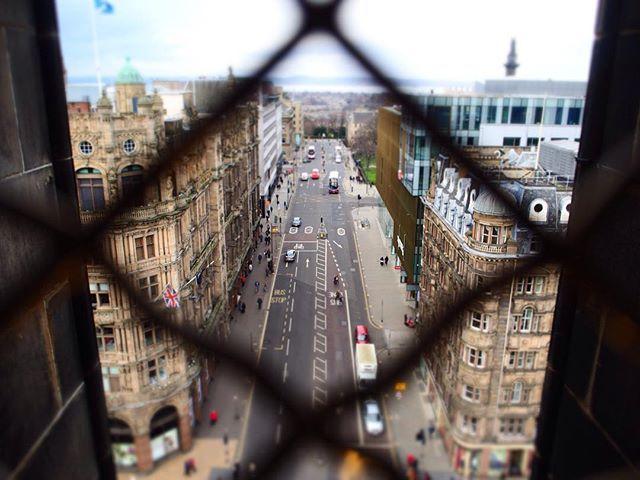 _🔹 ヨーロッパの街並みに慣れてきて 最近は感動もなくなってきてたけど エディンバラの街は違った、 歴史があって美しかった☺️☺️☺️ 道の傾斜が激しいぶん登り切ると 街全体を見渡せるスポットがたくさん👀💕 . . . #unitedkingdom#uk#Scotland#Edinburgh  #city#view#tower#instalove#instadaily #instatravel#travelgram#photogenic  #olympus#olympusomd#photography #イギリス#スコットランド#オリンパス #写真好きな人と繋がりたい#ire365☘ by (yoooko_0223). scotland #tower #スコットランド #travelgram #photography #ire365☘ #uk #写真好きな人と繋がりたい #view #unitedkingdom #olympus #オリンパス #instadaily #photogenic #city #イギリス #instalove #edinburgh…